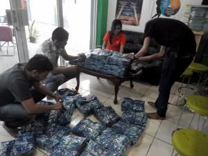 Persiapan Pengiriman Seragam Batik ke Kalimantan